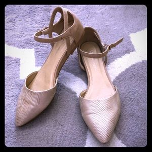 Gold and tan pointed toe flat